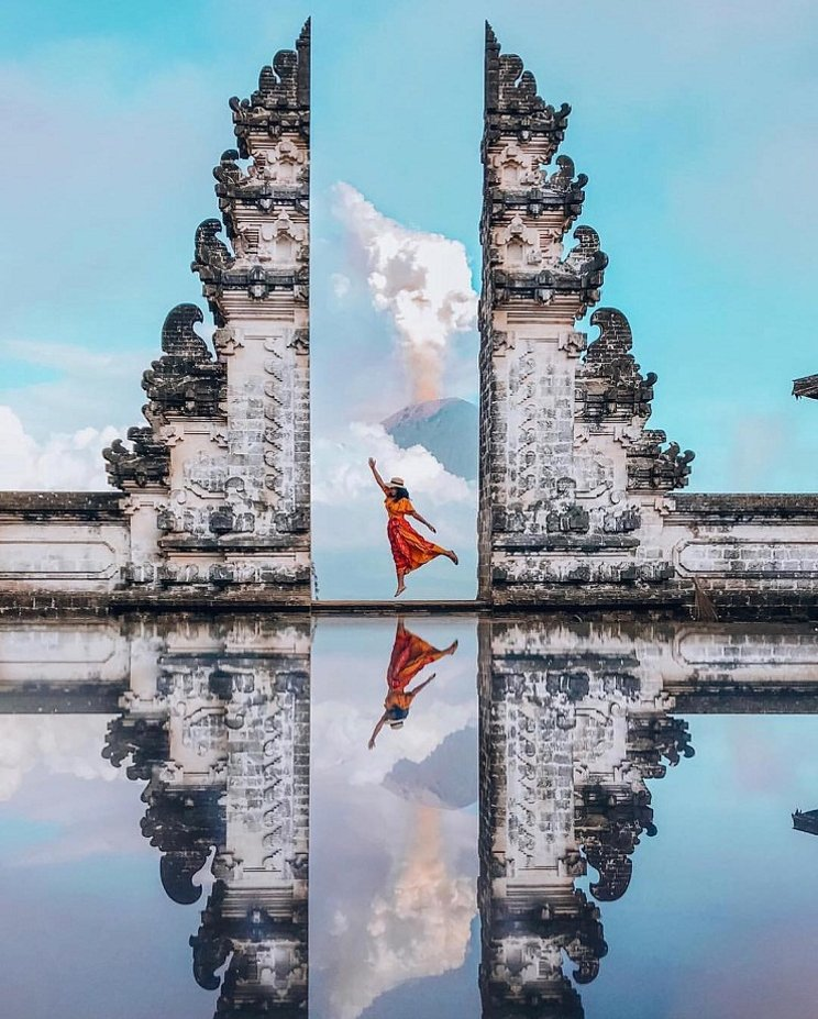 If you want to enjoy the natural beauty and culture of the island of Bali, the most appropriate is to visit the Penatara Agung Lempuyang Temple or also known as Lempuyang Temple. An ancient and famous temple that will make your tour on the island of the Gods fun and meaningful.